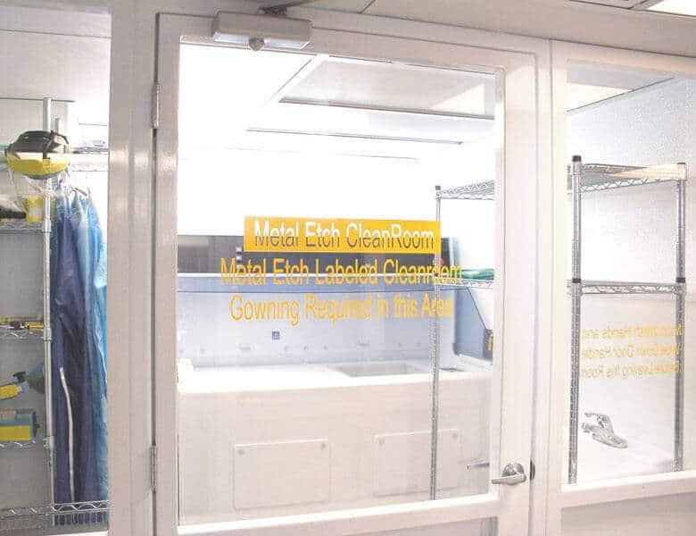 White Knight 潔淨室內組裝,測試及包裝