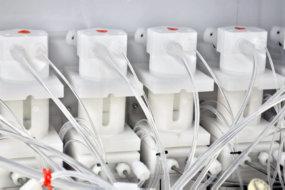 계량 펌프 White Knight PEM050을 이용한 시험실